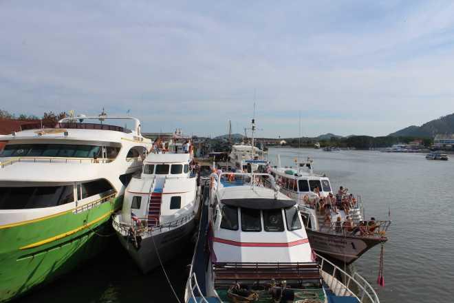 Andaman Sea, Ko Phi Phi - 1